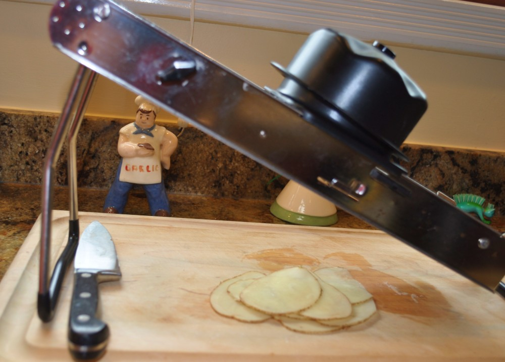 Making Perfect Potato Chips; Bet you can't eat just one! (3/6)